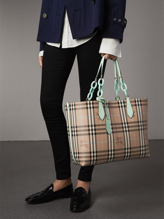 The Medium Reversible Tote with Resin Chain in Pale Opal - Women | Burberry Australia - cell image 3