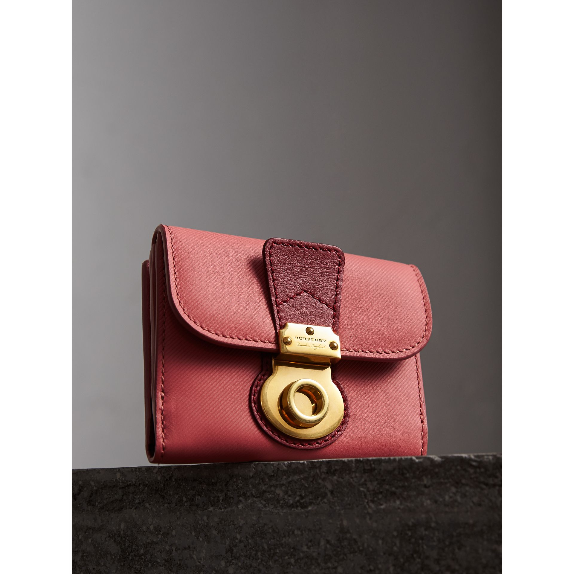 Two-tone Trench Leather Wallet in Blossom Pink/ Antique Red - Women | Burberry - gallery image 4