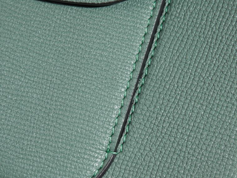 Verde fumo Pochette The Saddle in pelle a grana doppiata Verde Fumo - cell image 1