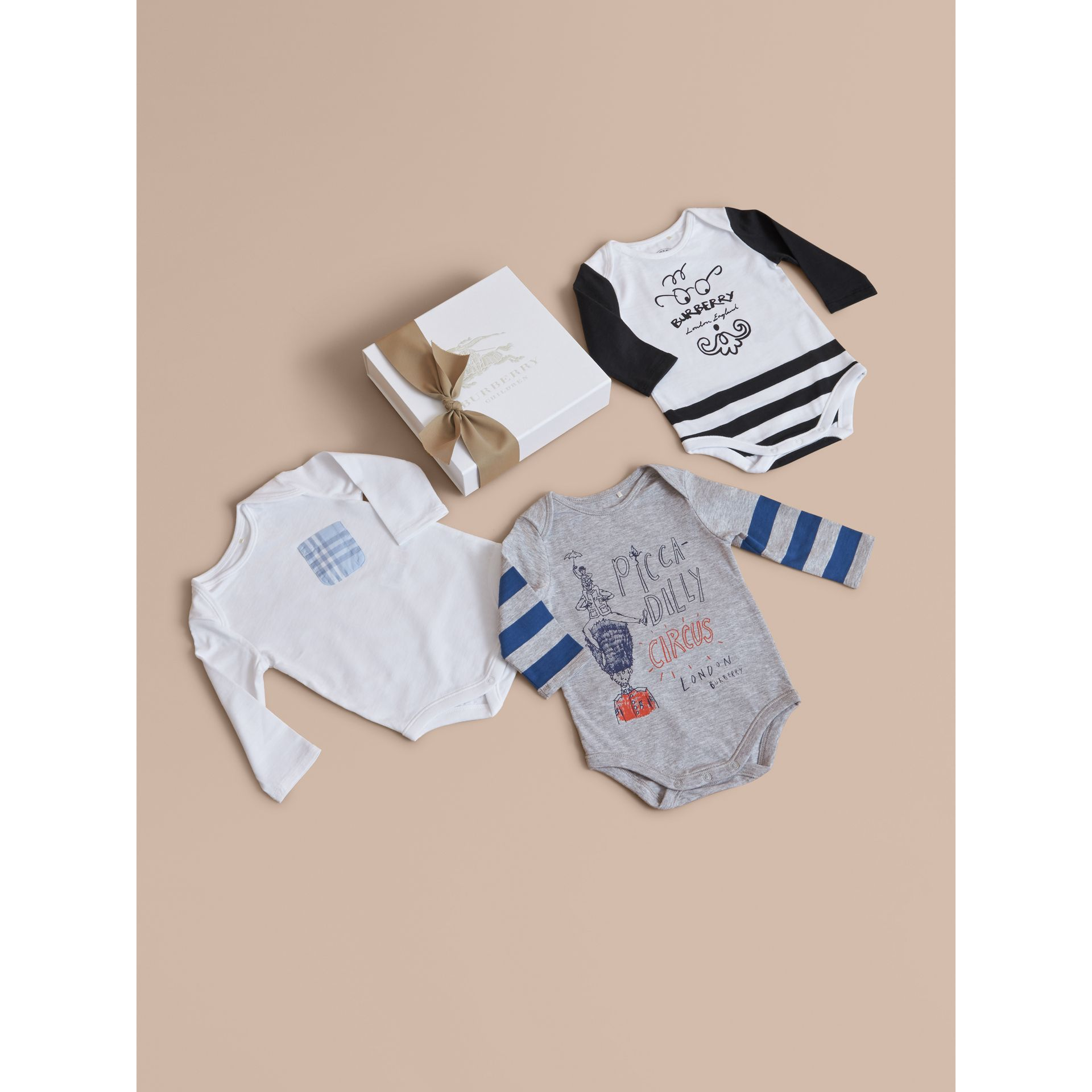 Printed Cotton Three-piece Baby Gift Set | Burberry Hong Kong - gallery image 1
