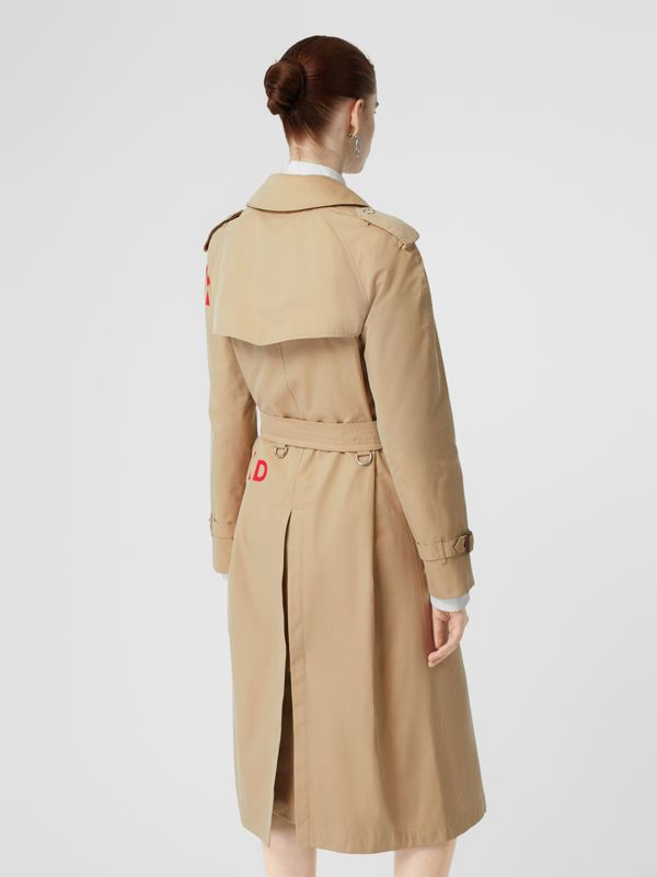 Trench coat in gabardine di cotone con stampa Horseferry (Miele) - Donna | Burberry - cell image 2