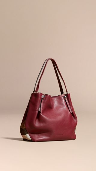 Sac tote medium en cuir orné de touches check