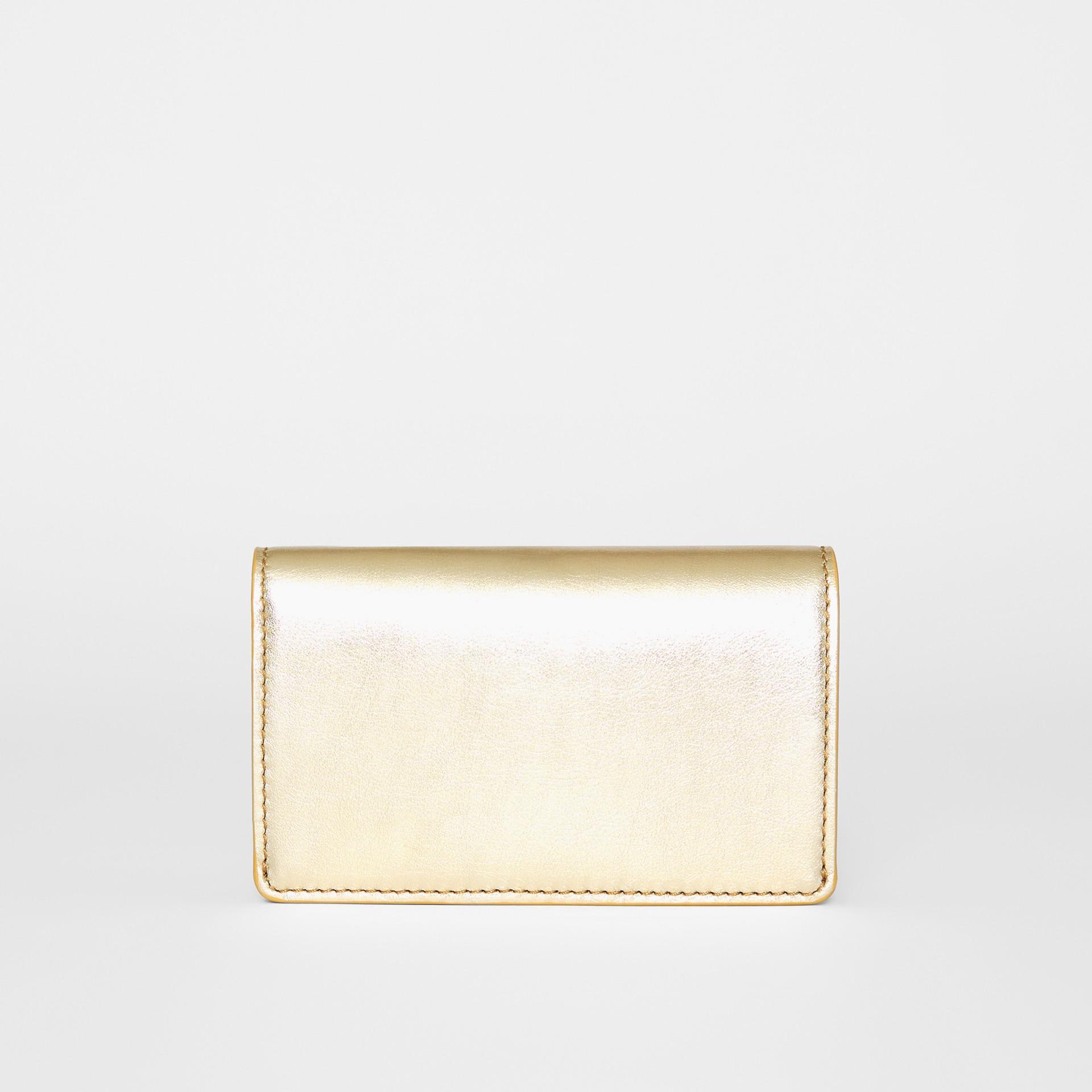 Kleine Brieftasche aus Metallic-Leder mit geprägtem Ritteremblem (Goldfarben) - Damen | Burberry - Galerie-Bild 5