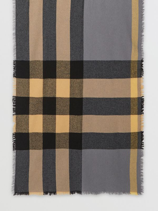 Fringed Check Wool Cashmere Scarf in Pewter Grey | Burberry - cell image 3