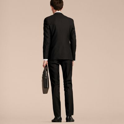 Tailored line Slim-fit Wool fabric Stretch fabric Twin side pockets Ticket-pocket Twin back welt pockets Concealed button, hook and zip closure The Travel collection is made up of suits designed for the contemporary man who requires an elegant and comfortable outfit .