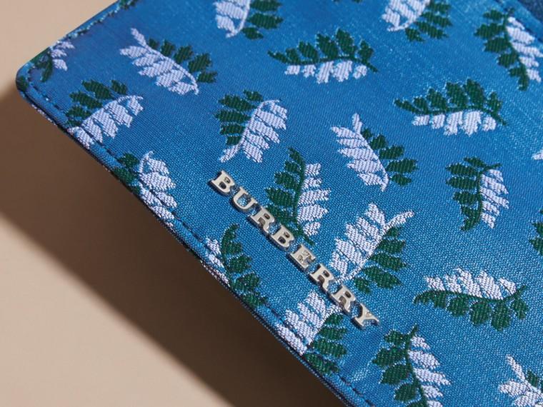 Bleu azur intense Portefeuille en jacquard à motif feuillage avec zip supérieur Bleu Azur Intense - cell image 1