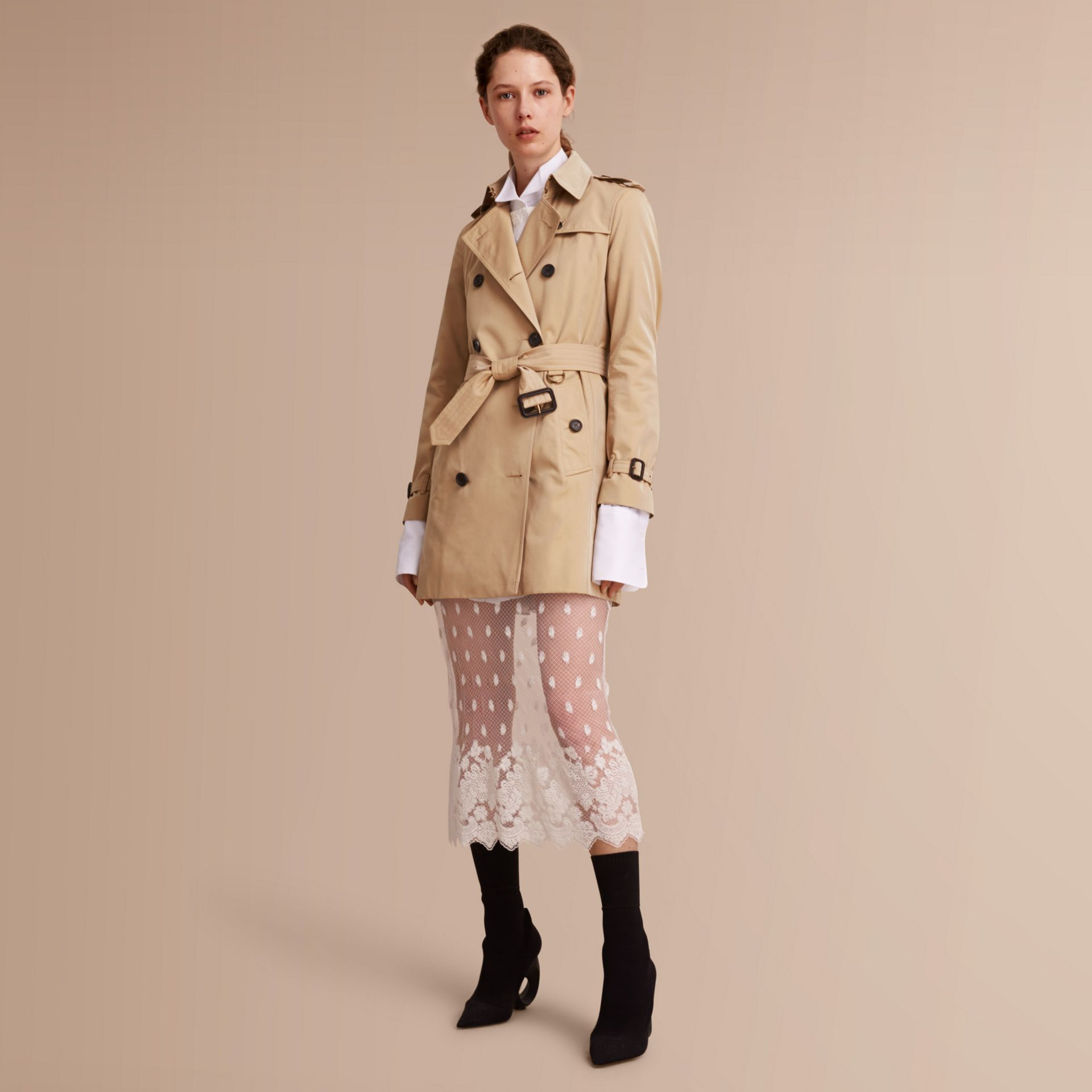 The Kensington – Mid-Length Heritage Trench Coat in Honey - Women | Burberry Singapore - gallery image 1