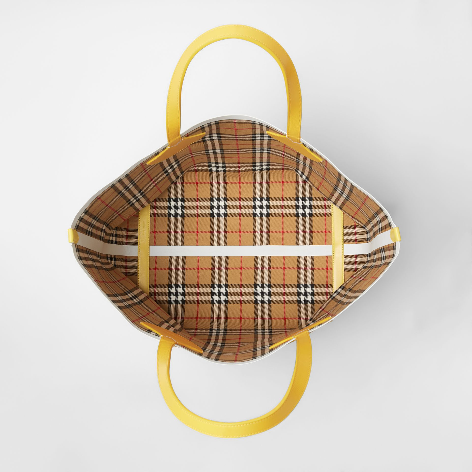 The Giant Reversible Tote in Vintage Check in Yellow/chalk White - Women | Burberry United States - gallery image 5