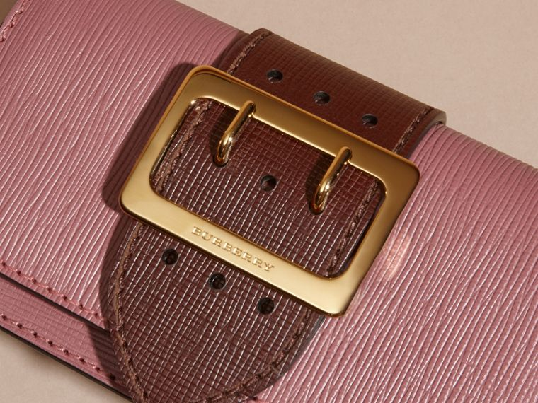 Borsa The Buckle piccola in pelle effetto texture Rosa Bruno/borgogna - cell image 1