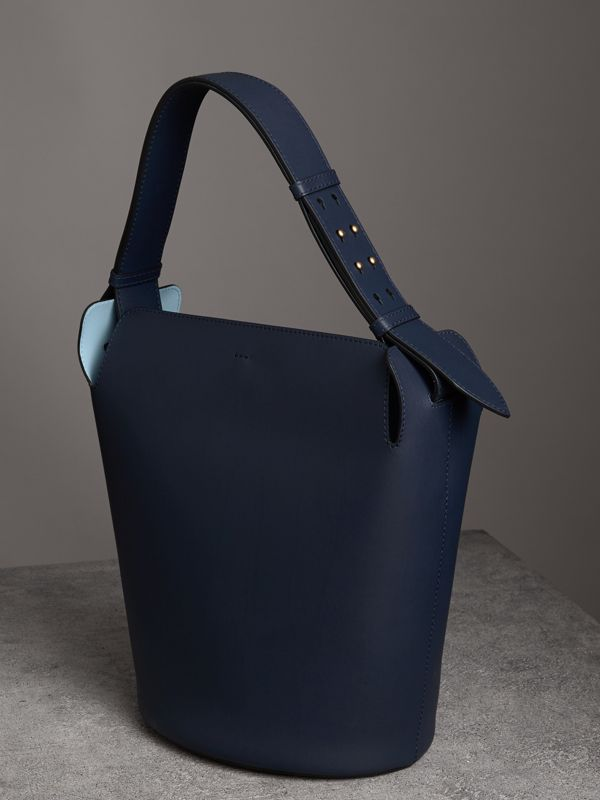 Grand sac The Bucket en cuir (Indigo Moyen) - Femme | Burberry - cell image 3
