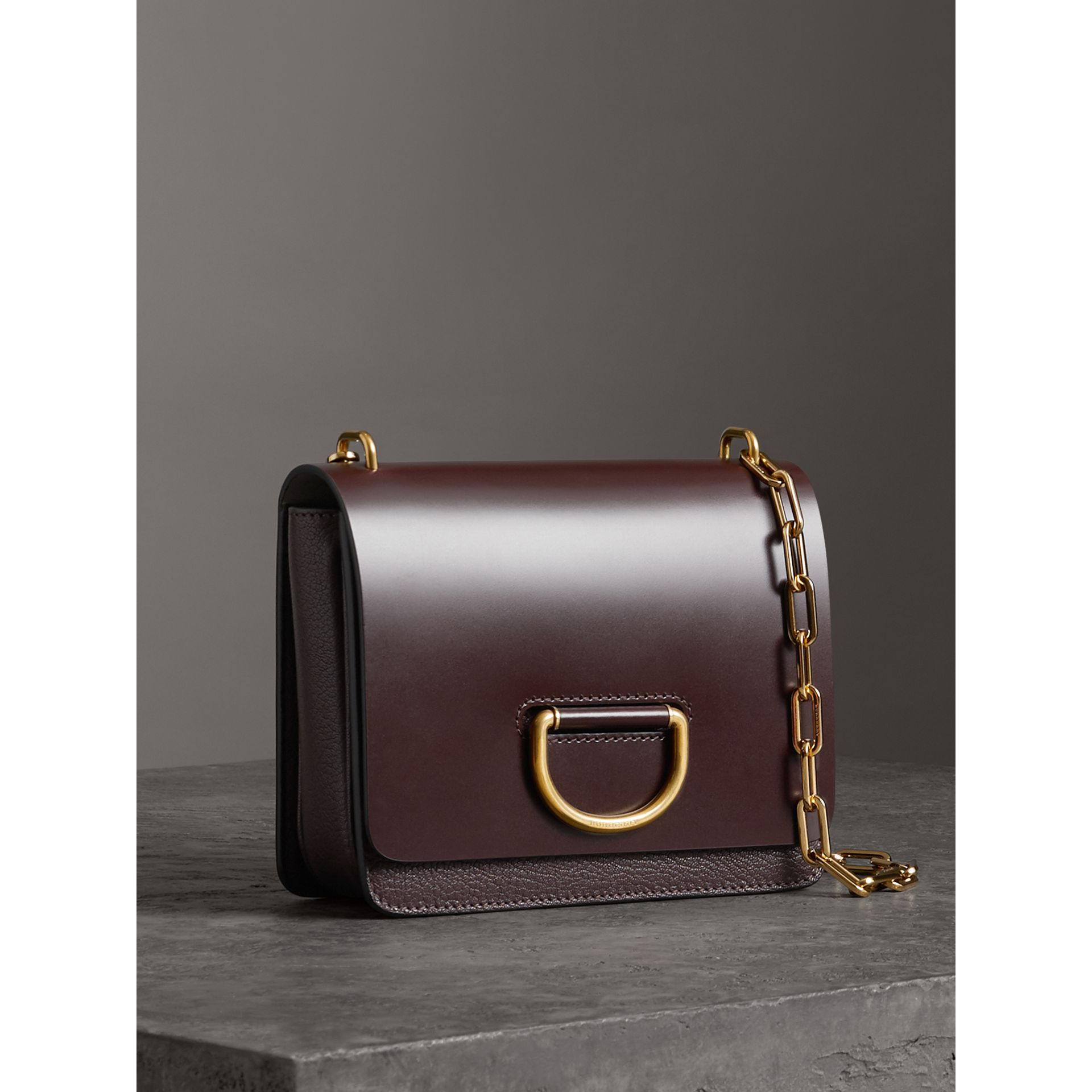 Petit sac The D-ring en cuir (Bordeaux Intense) - Femme | Burberry - photo de la galerie 4