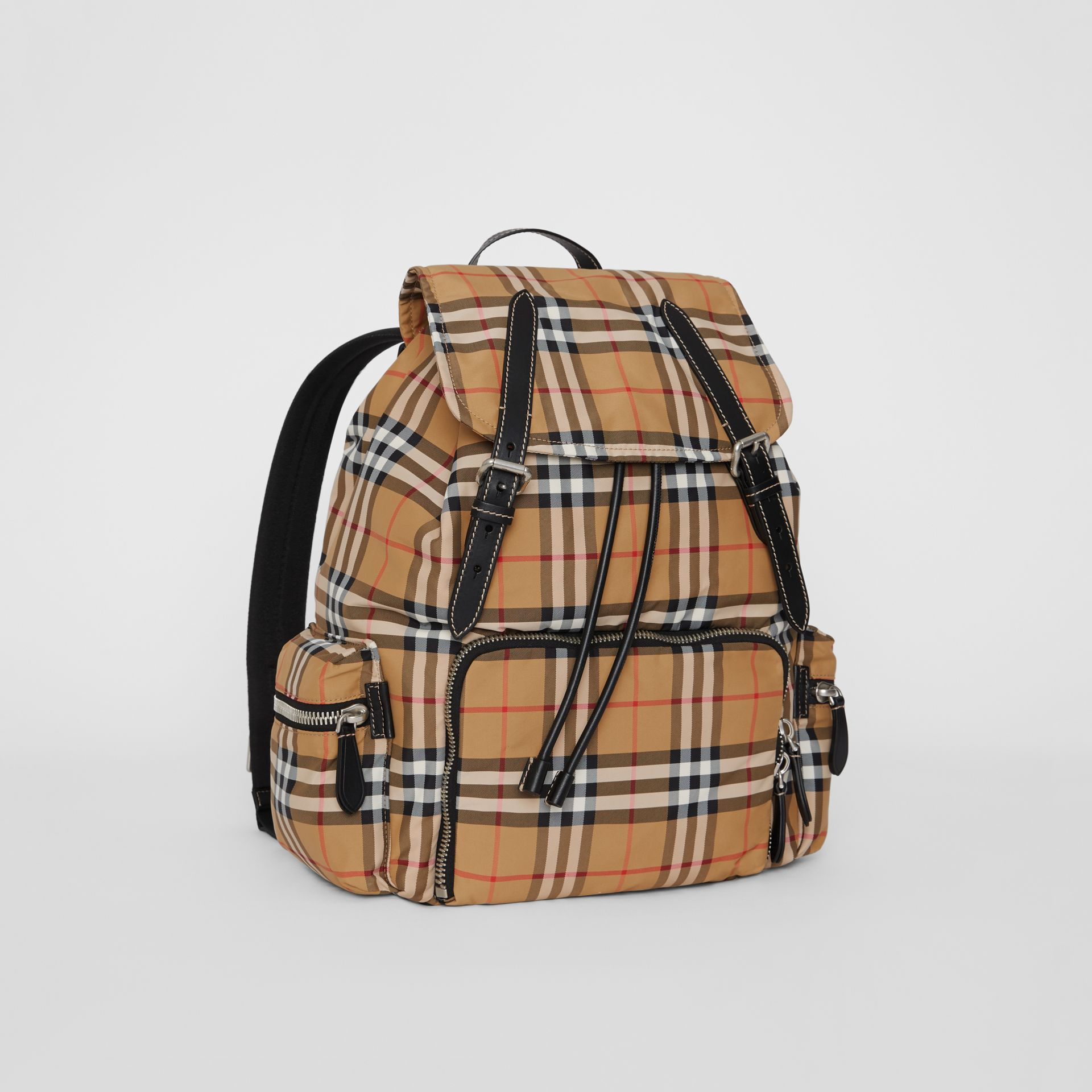 Grand sac The Rucksack en nylon à motif Vintage check (Jaune Antique) - Homme | Burberry - photo de la galerie 6