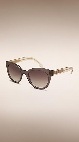 Gafas de sol con montura ovalada y detalle de checks