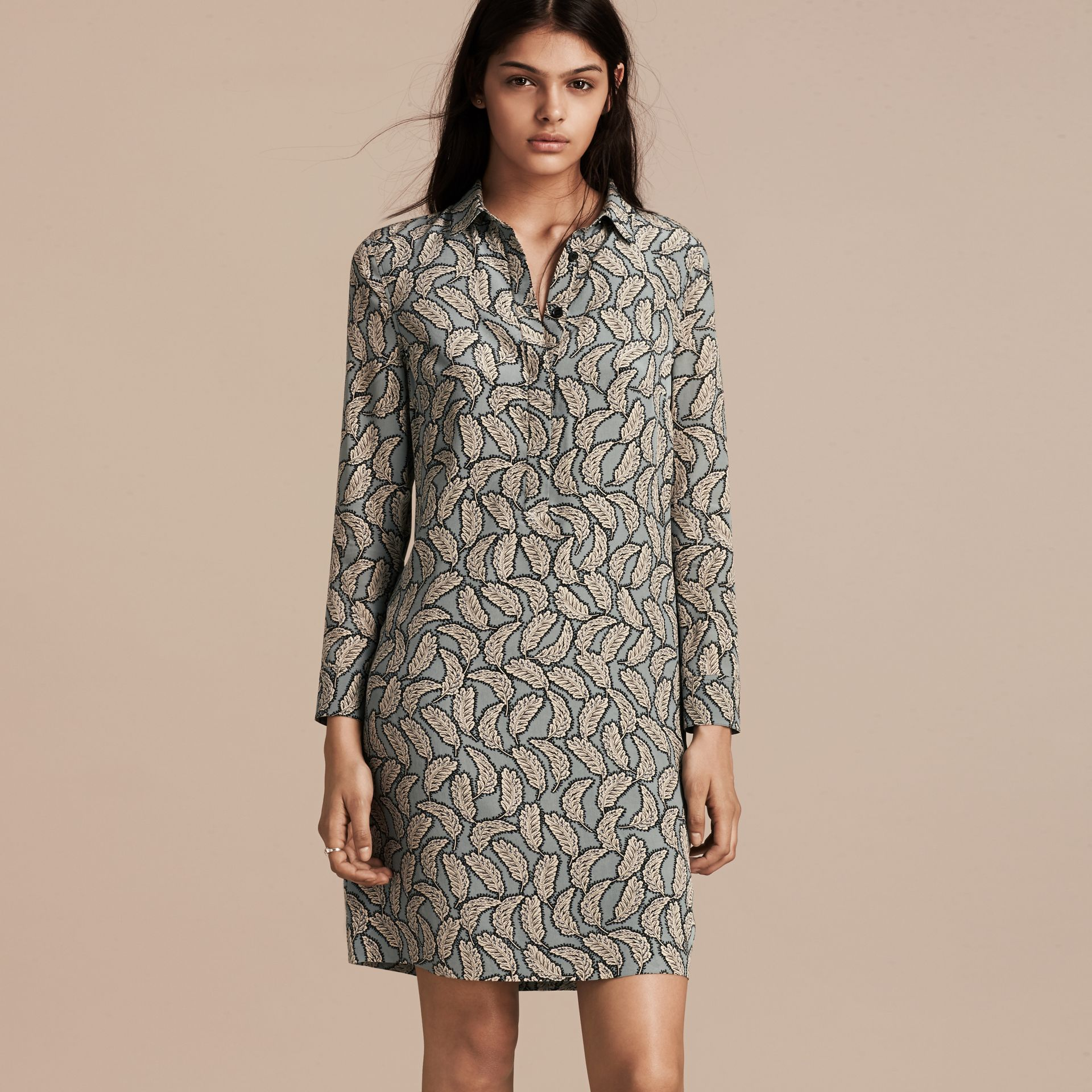 Bleu pierre Robe chemise en soie à imprimé feuillage - photo de la galerie 6