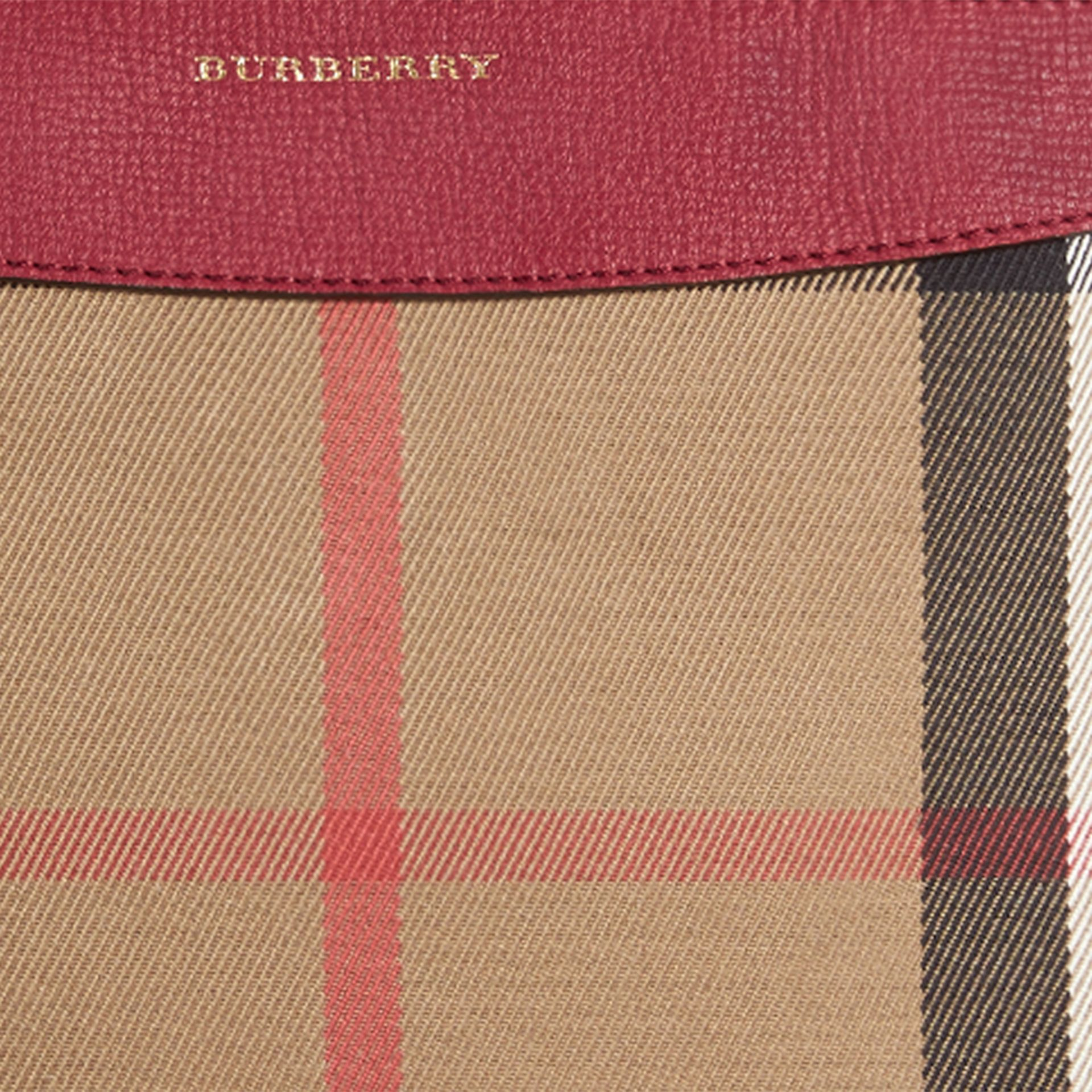 Clutch en coton House check et cuir (Rouge Militaire) - Femme | Burberry - photo de la galerie 5