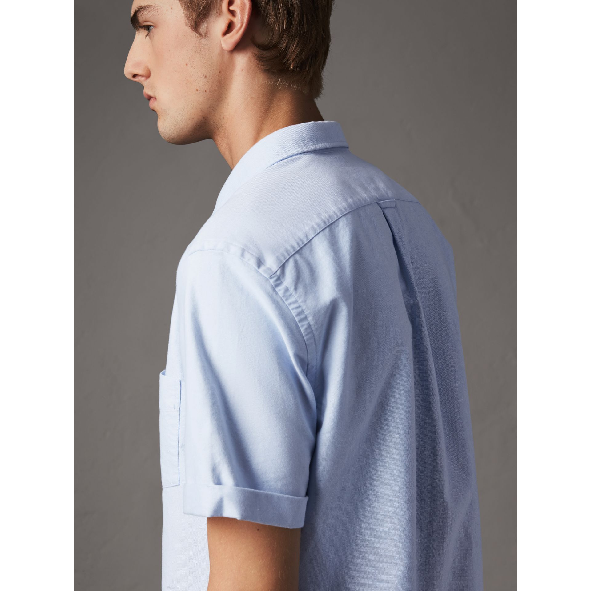 Check Detail Short-Sleeved Cotton Oxford Shirt in Cornflower Blue - Men | Burberry - gallery image 2