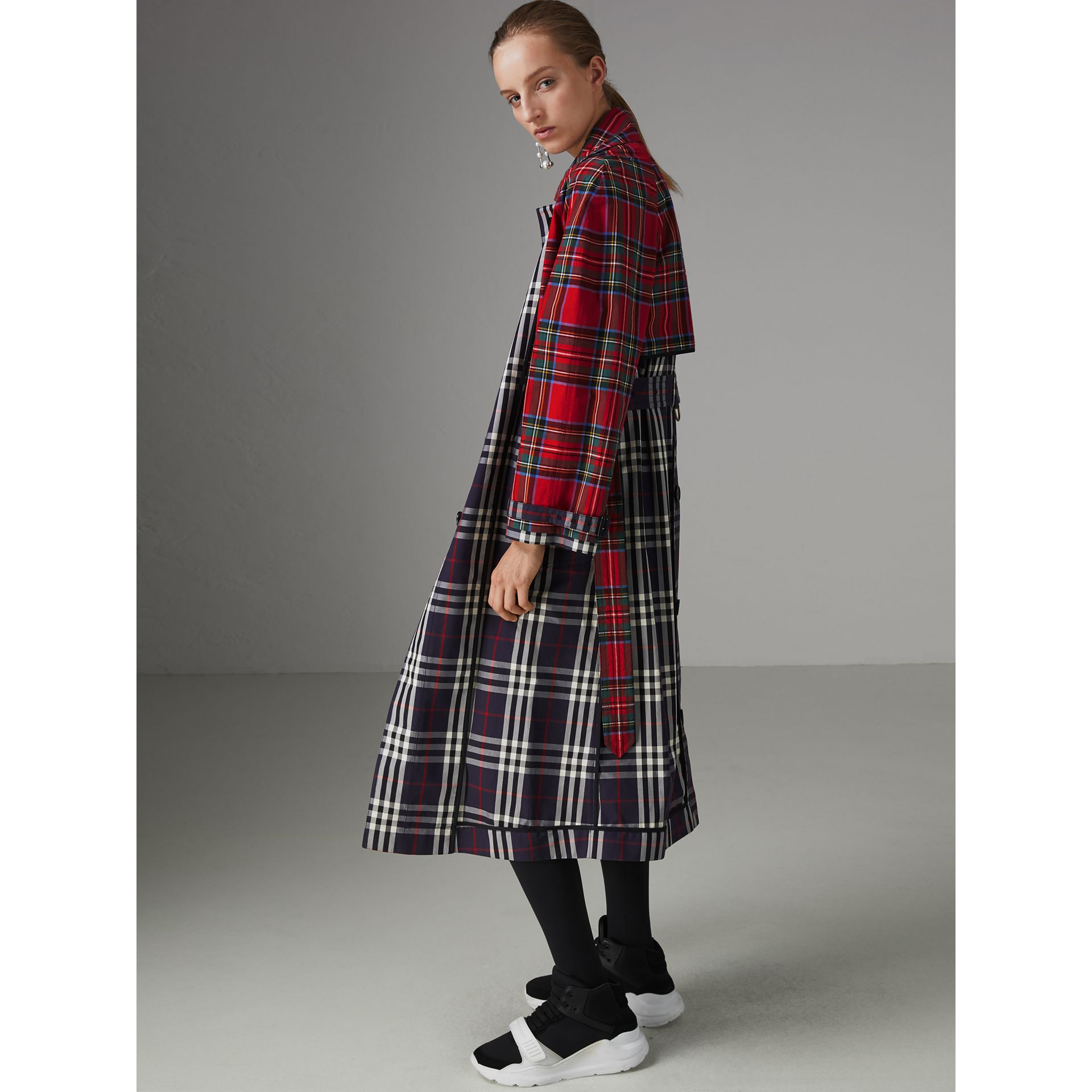 Check and Tartan Cotton Trench Coat in Navy - Women | Burberry United Kingdom - gallery image 4