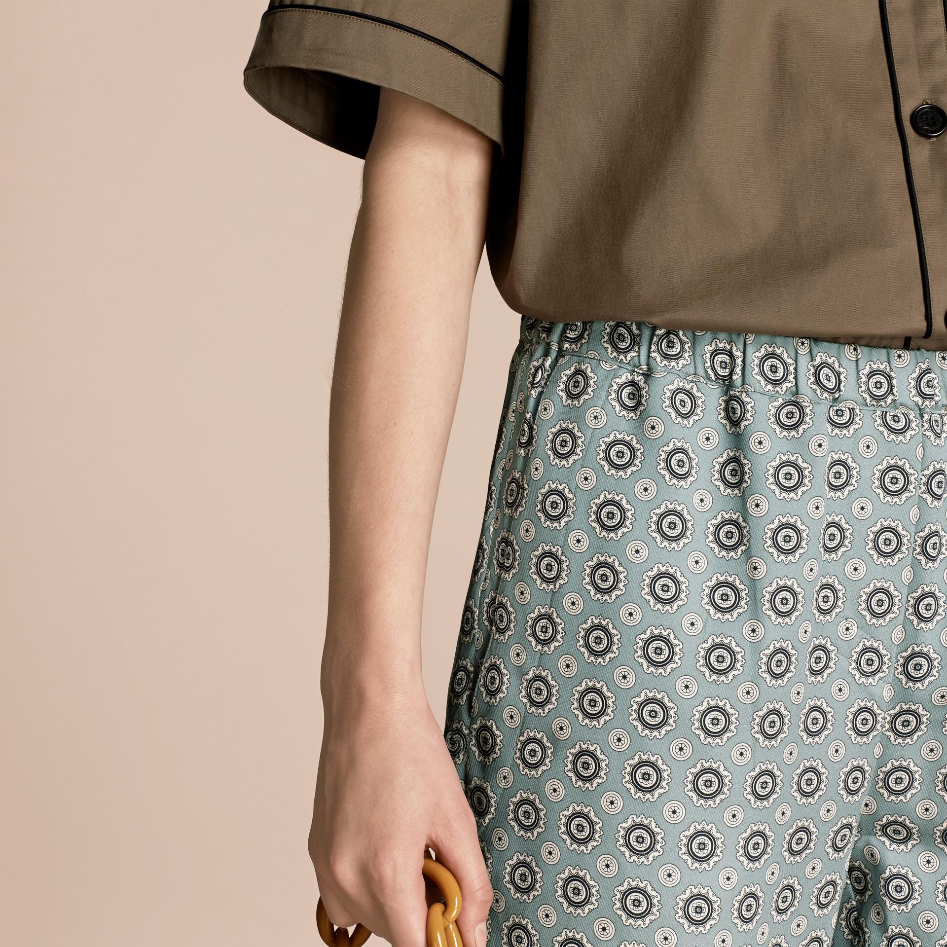 Helles steinblau Hose aus Baumwollseide im Pyjamastil mit kürzerer Beinlänge und Pyjamadruck Helles Steinblau - Galerie-Bild 5