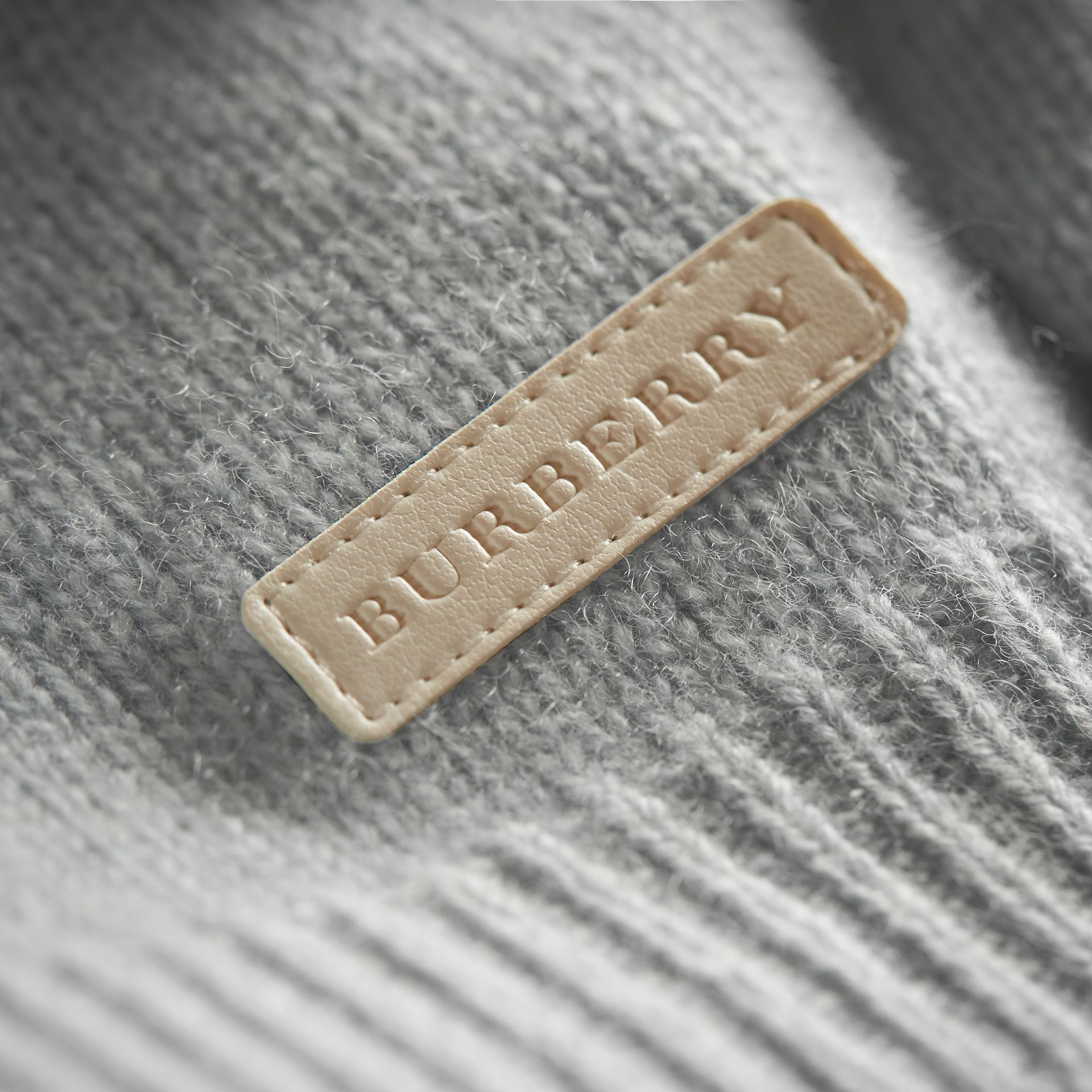 Cashmere Two-piece Baby Gift Set in Pale Mint | Burberry - gallery image 2