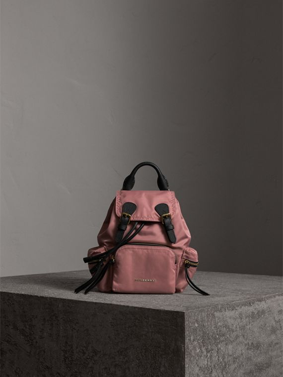 Petit sac The Rucksack en nylon technique et cuir (Rose Mauve) - Femme | Burberry - cell image 2