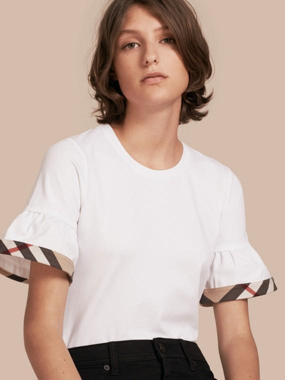 체크 트리밍 러플 스트레치 코튼 티셔츠 화이트