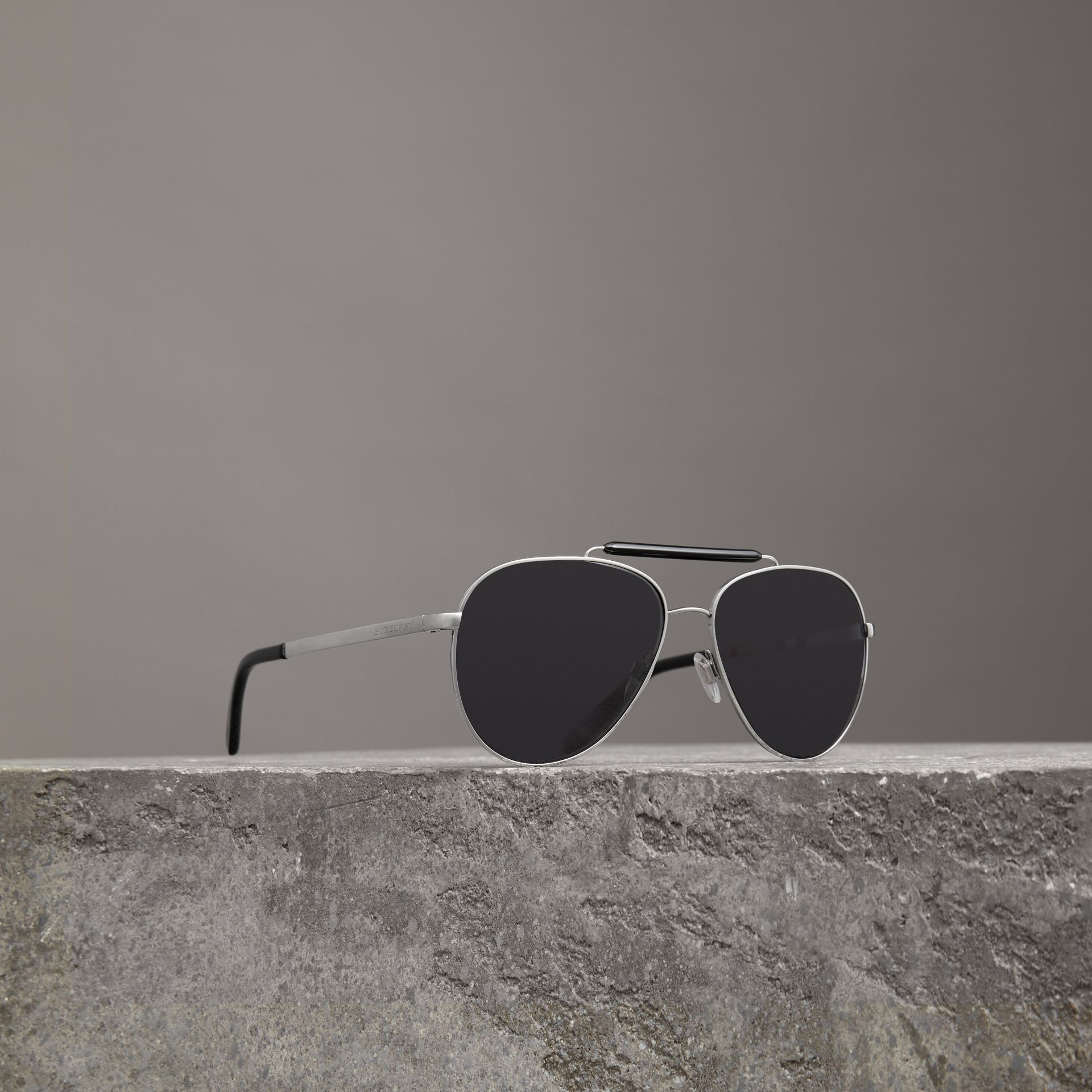 Top Bar Detail Pilot Sunglasses in Black - Men | Burberry - gallery image 0