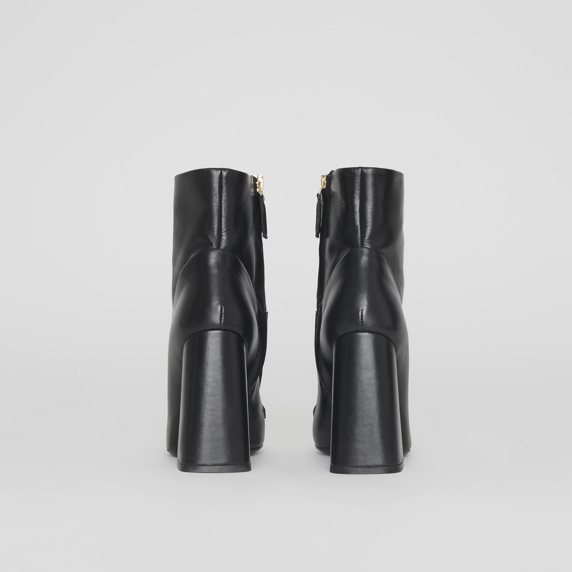 Bottines en cuir avec bride cloutée (Noir) - Femme | Burberry - photo de la galerie 3