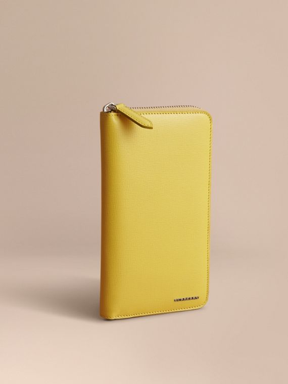London Leather Ziparound Wallet in Bright Citrus