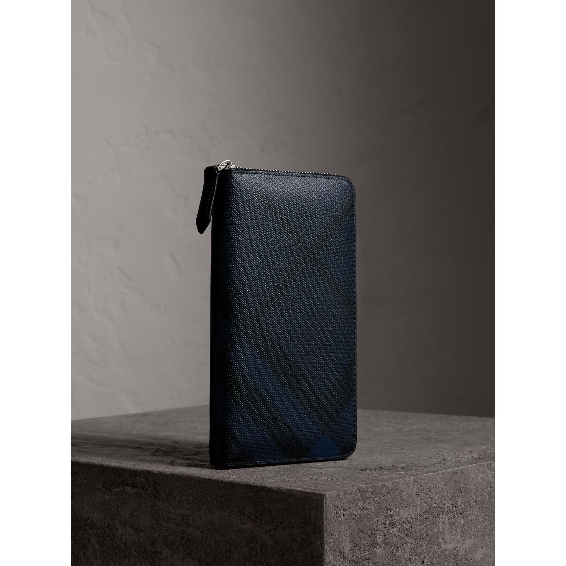 London Check Ziparound Wallet in Navy/black - Men | Burberry Canada - gallery image 1
