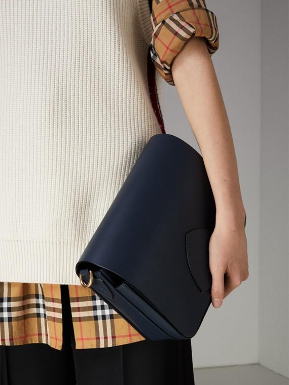 Grand sac The Satchel carré en cuir (Indigo Moyen) - Femme | Burberry Canada - cell image 3