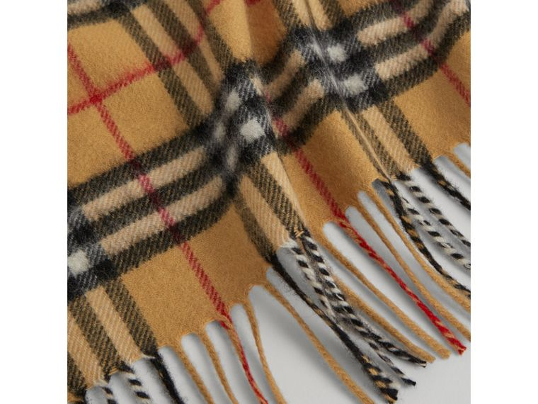 The Mini Burberry Bandana aus Kaschmir mit Vintage Check-Muster (Antikgelb) | Burberry - cell image 1