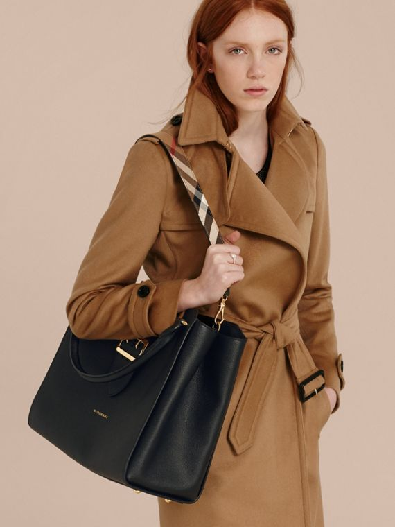 Borsa tote The Buckle grande in pelle a grana (Nero) - Donna | Burberry - cell image 2