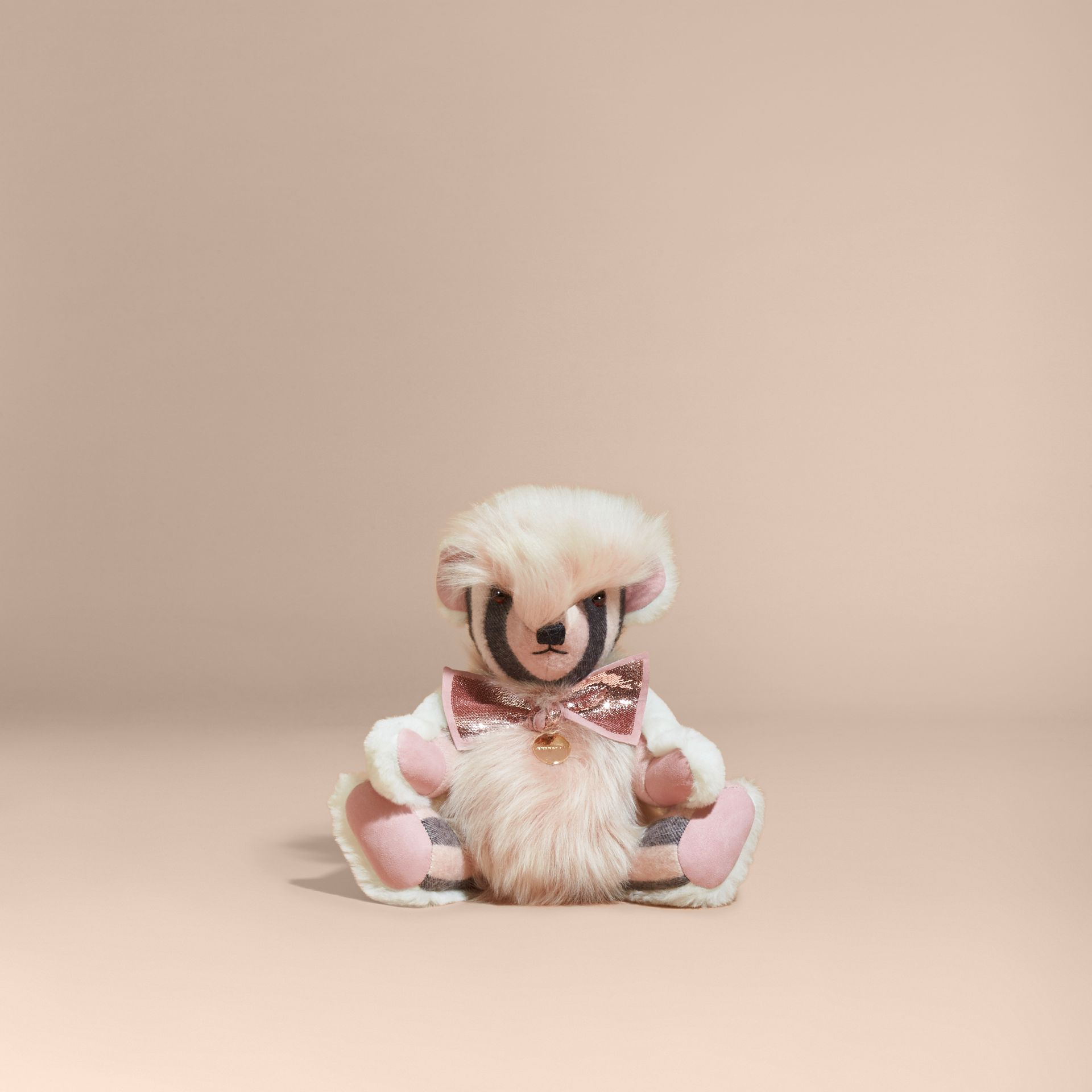 Teddy-bear pompon en shearling et cachemire à motif check (Rose Cendré) | Burberry - photo de la galerie 4