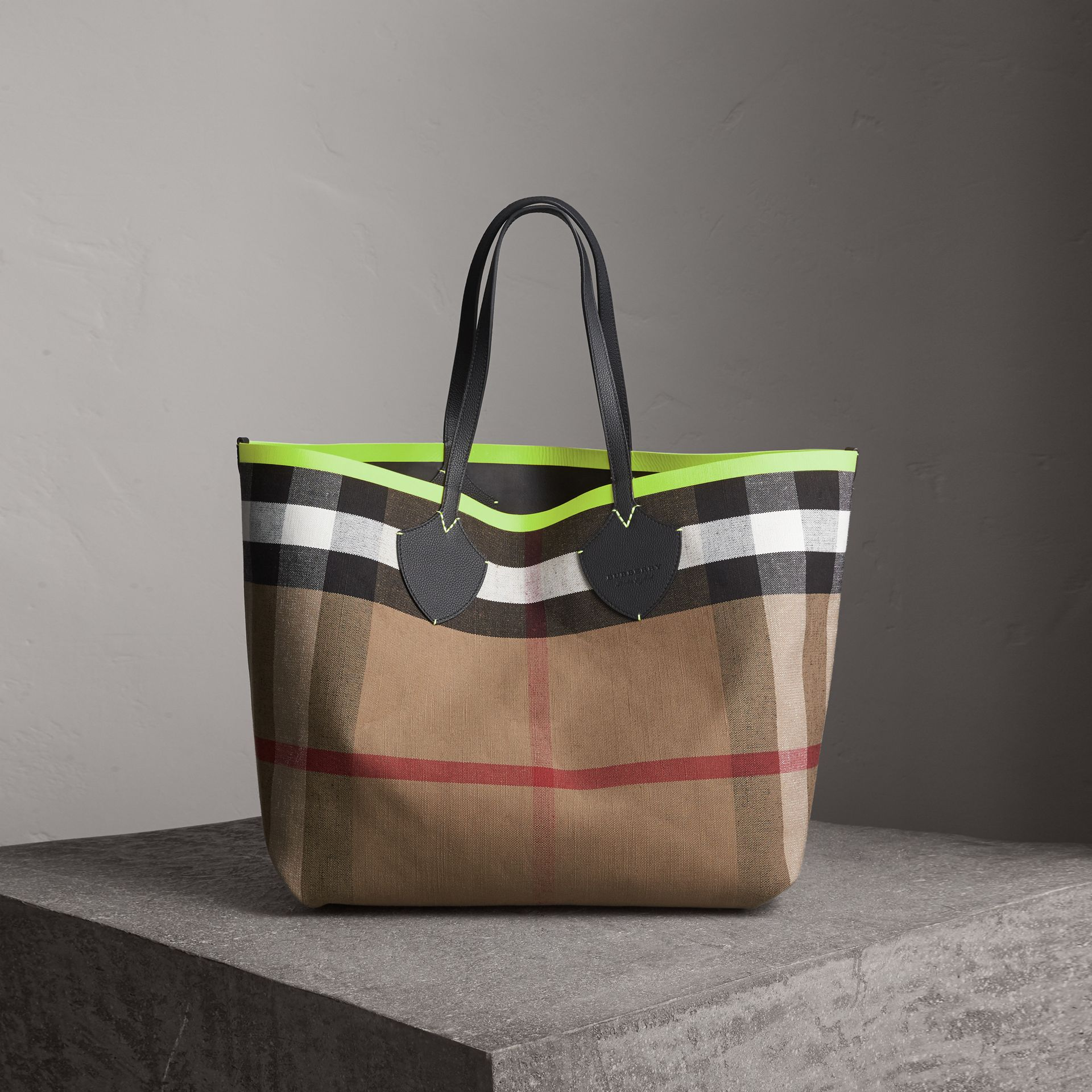 The Giant Reversible Tote in Canvas Check and Leather in Black/neon Yellow | Burberry Australia - gallery image 0