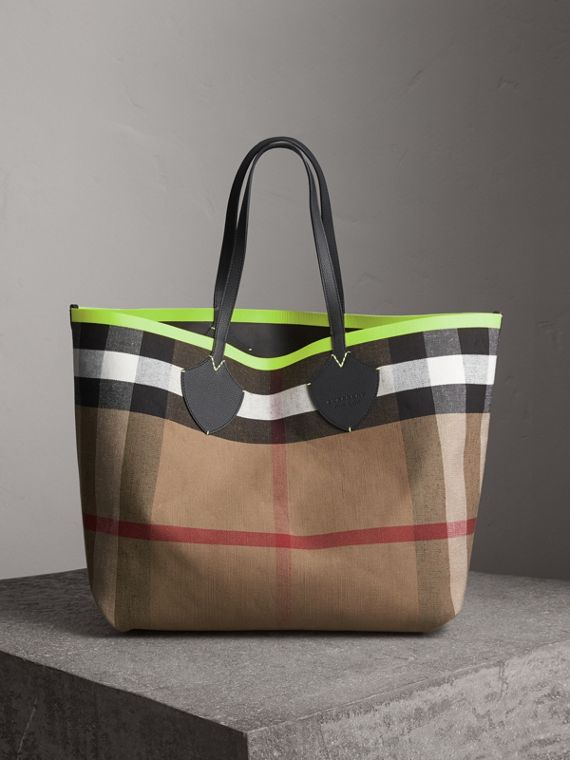 The Giant Reversible Tote in Canvas Check and Leather in Black/neon Yellow