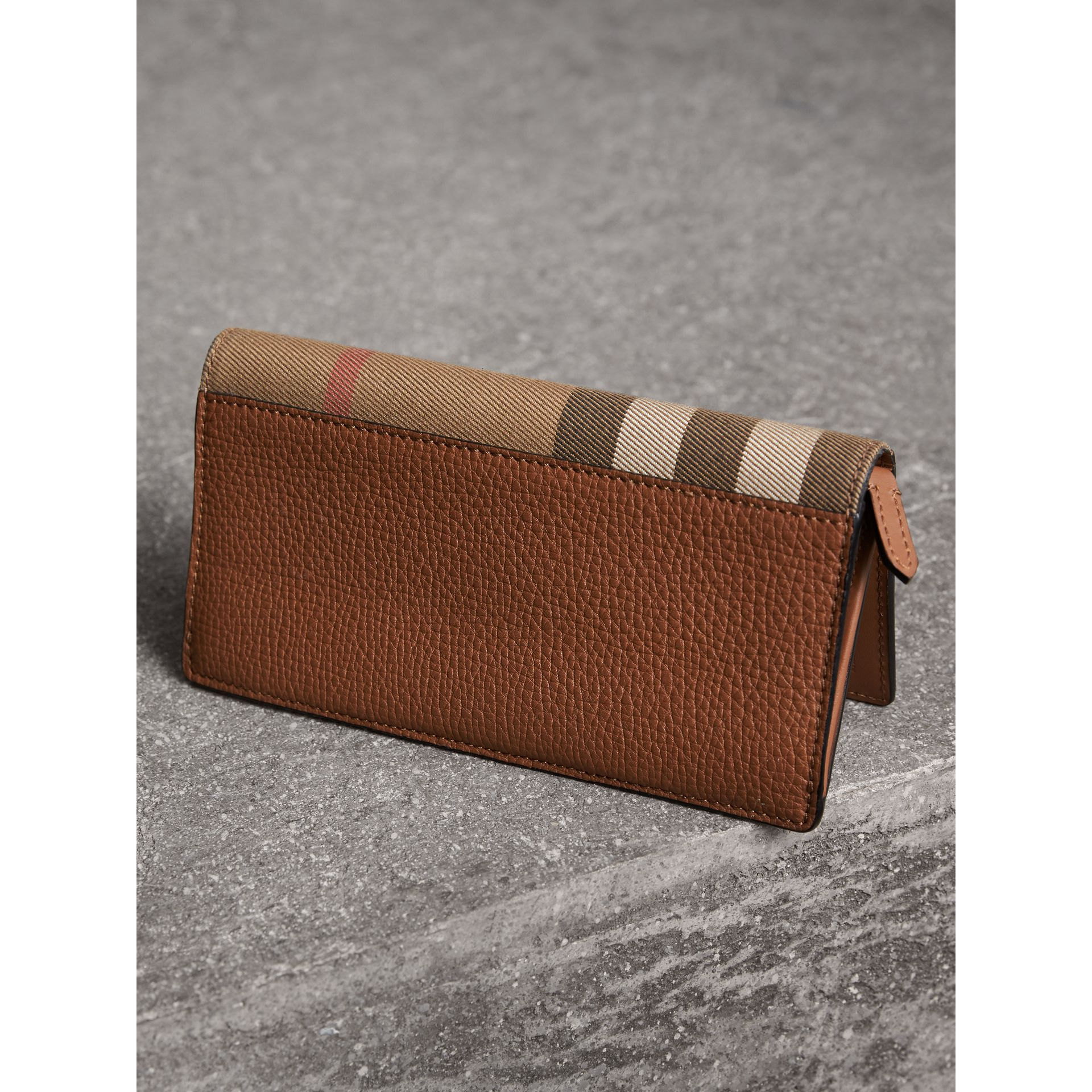 House Check and Grainy Leather Continental Wallet in Chestnut Brown | Burberry Singapore - gallery image 2