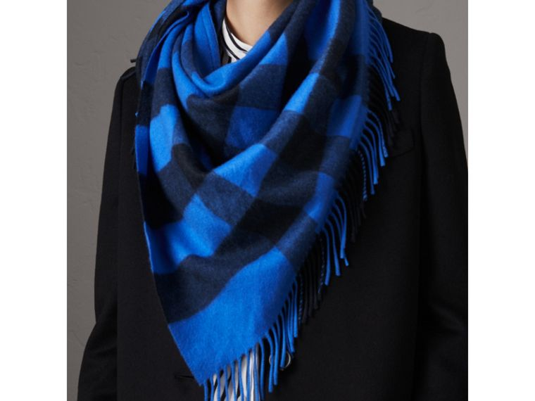 The Burberry Bandana in Check Cashmere in Bright Blue | Burberry - cell image 4