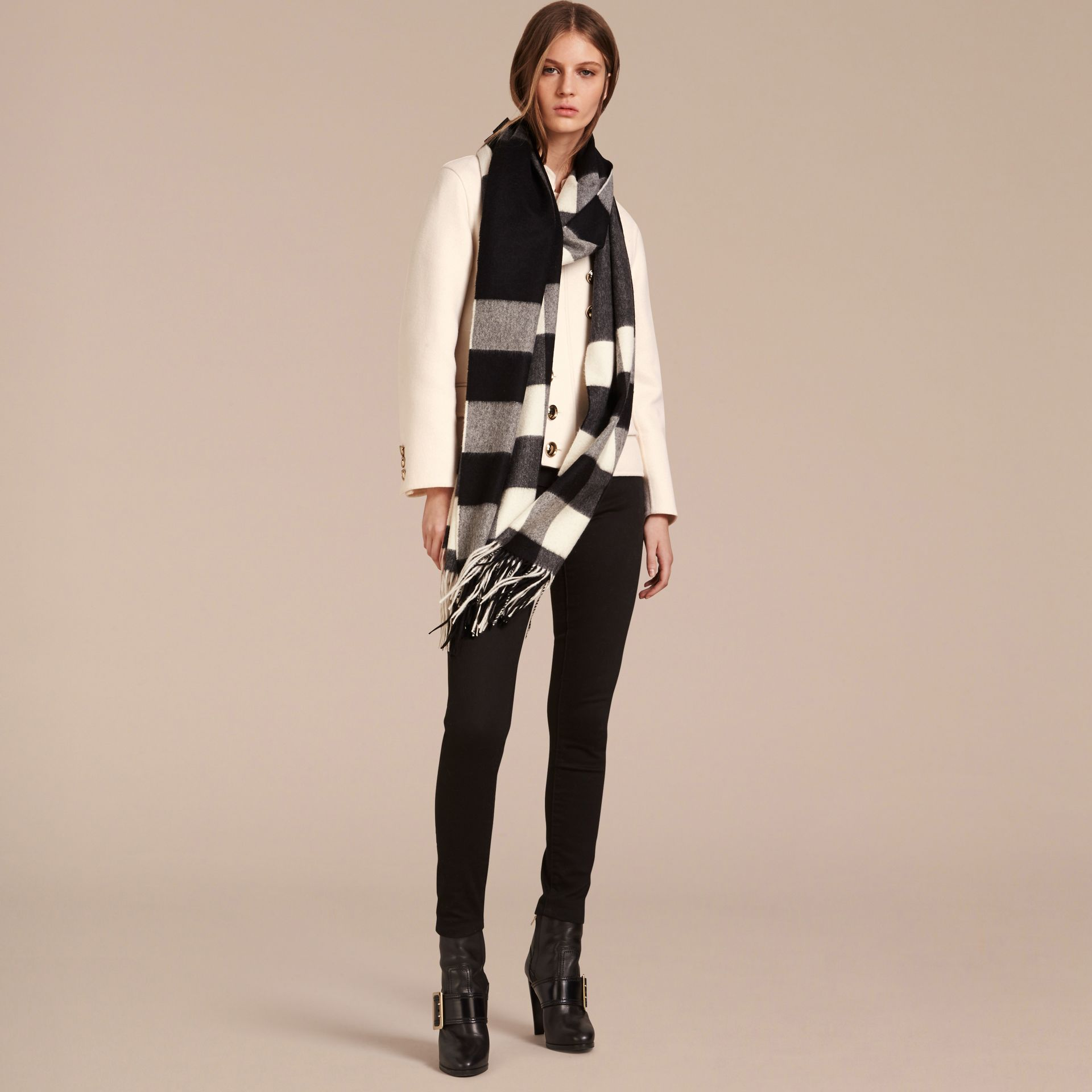 Oversize Check Cashmere Scarf in Black | Burberry - gallery image 2