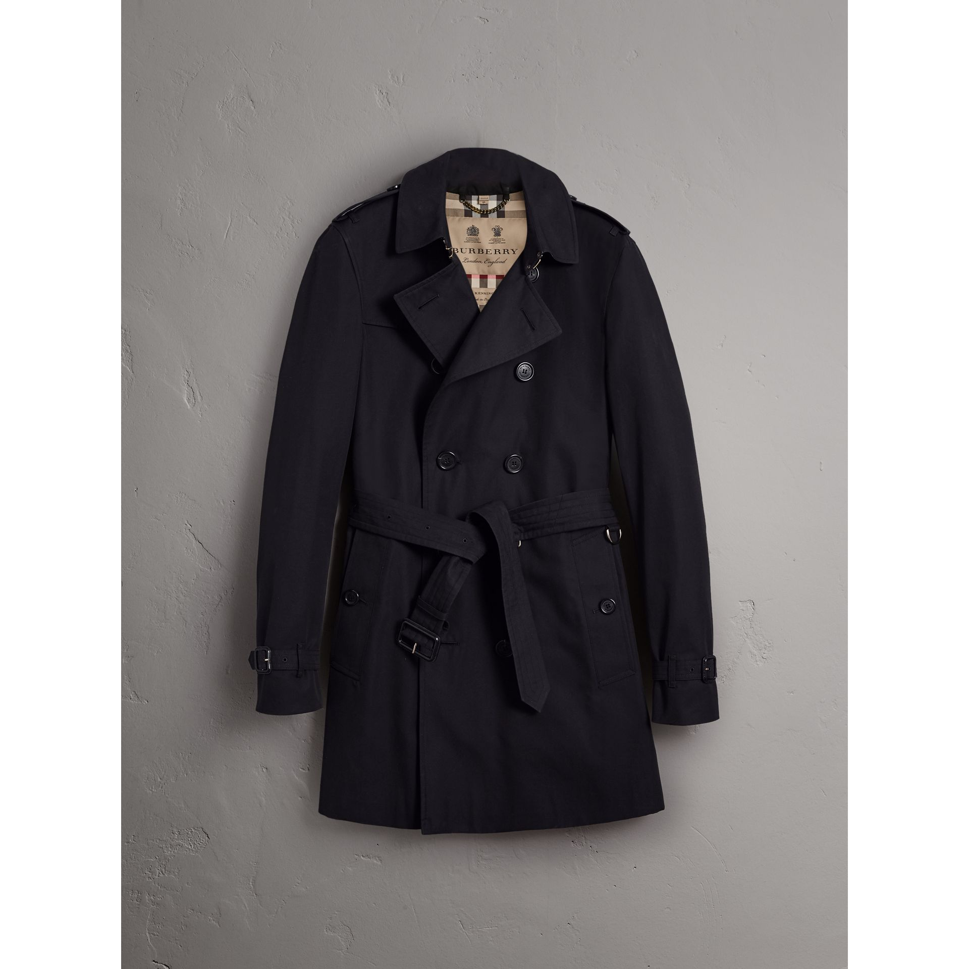 The Chelsea – Long Trench Coat in Navy - Men | Burberry Singapore - gallery image 4