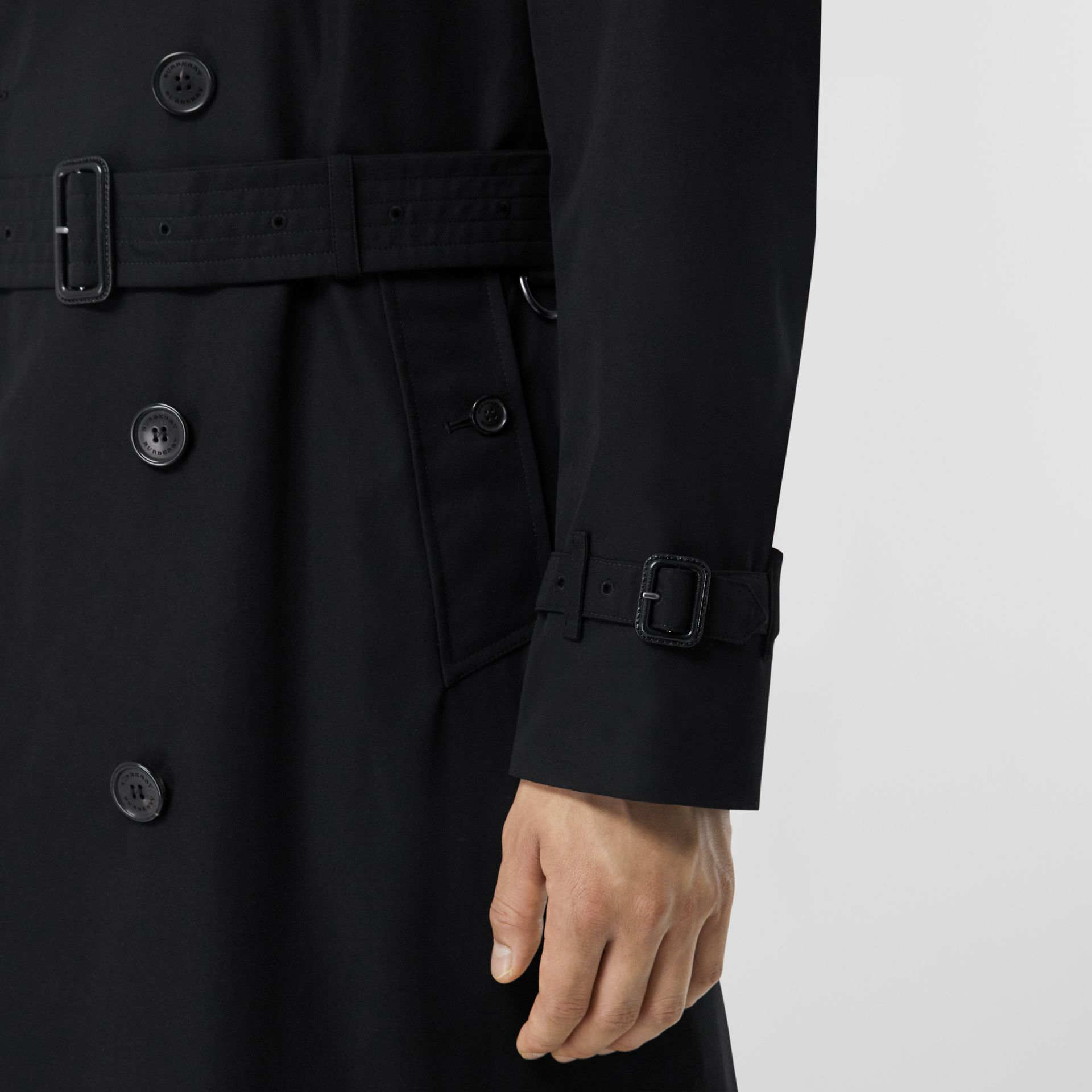 The Long Chelsea Heritage Trench Coat in Black - Men | Burberry - gallery image 3