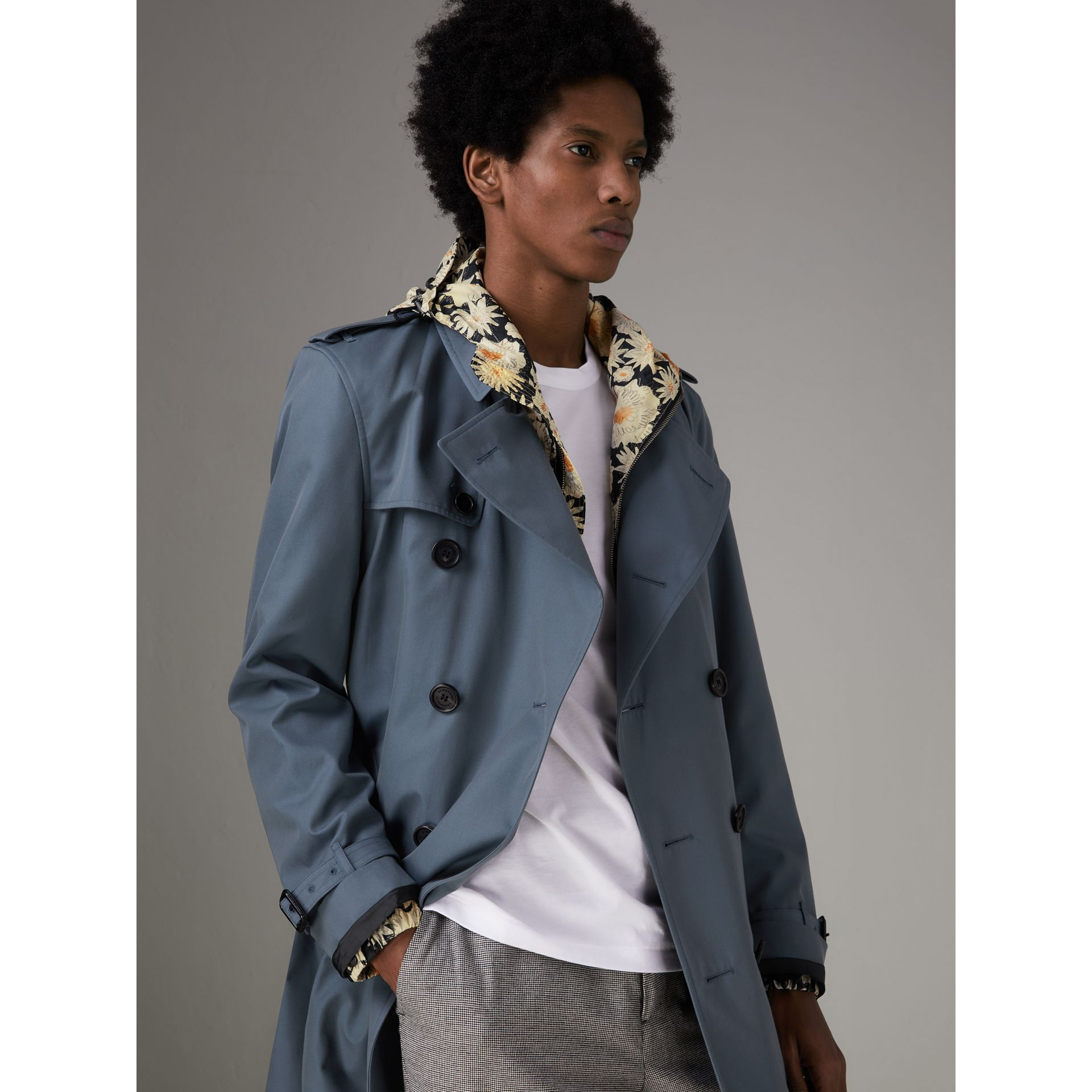 Trench en gabardine de coton (Bleu Empire) - Homme | Burberry Canada - photo de la galerie 6