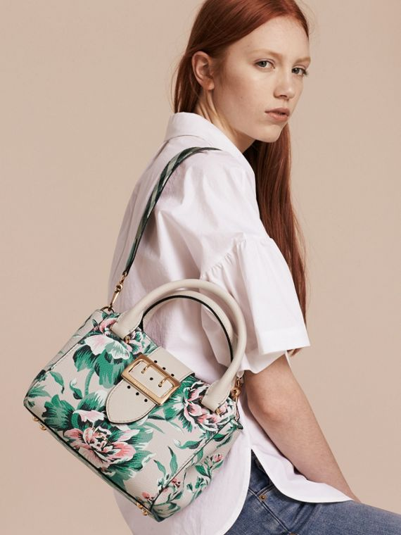 The Small Buckle Tote in Peony Rose Print Leather in Natural/emerald Green - cell image 2