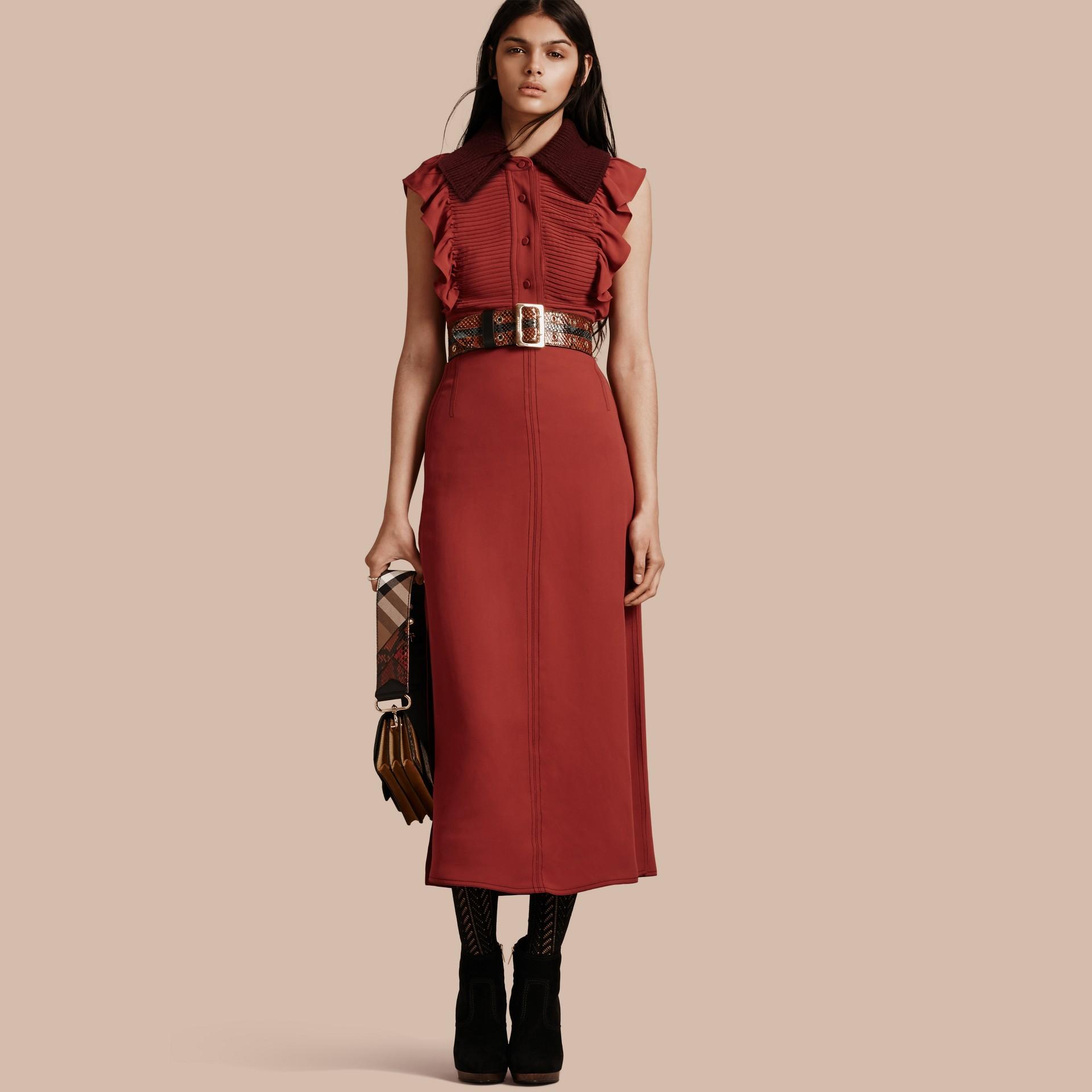 Vermelho canela Vestido camisa com pregas e babados - galeria de imagens 1