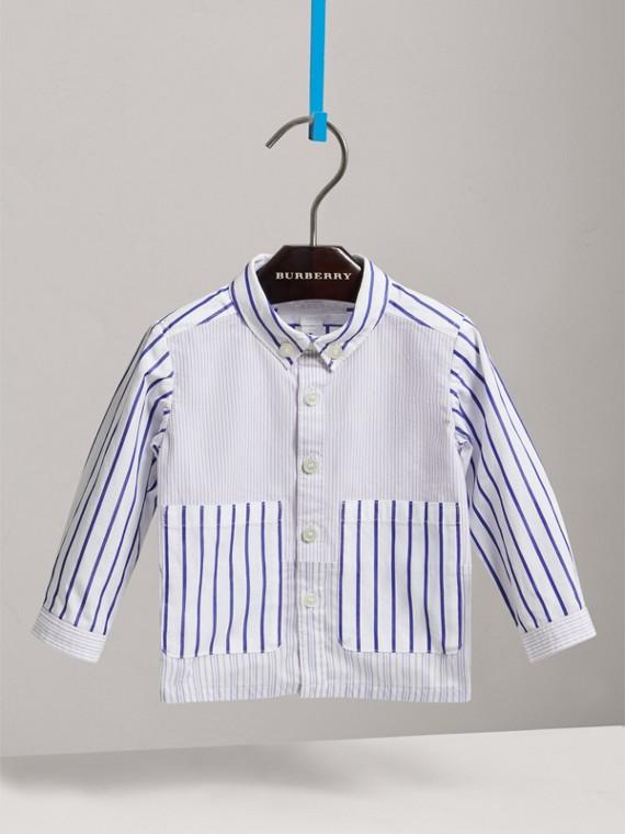 Camisa de algodão com colarinho abotoado e listras contrastantes (Azul Claro)