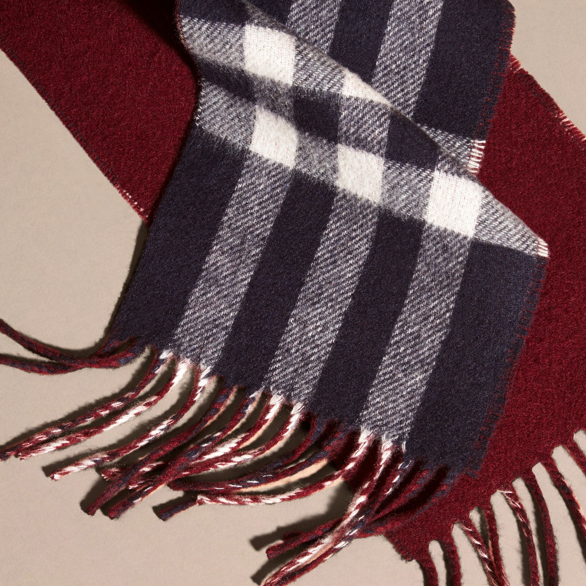 Navy/claret The Slim Reversible Cashmere Scarf in Check Navy/claret - gallery image 2