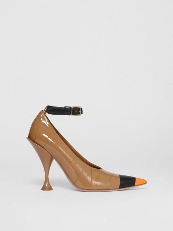Zapatos de salón en piel con puntera en pico y detalle de cinta adhesiva (Marrón / Negro)