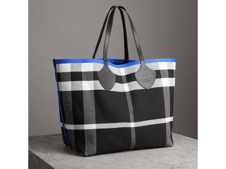 The Giant Reversible Tote in Canvas Check and Leather in Blueberry/black | Burberry - cell image 4