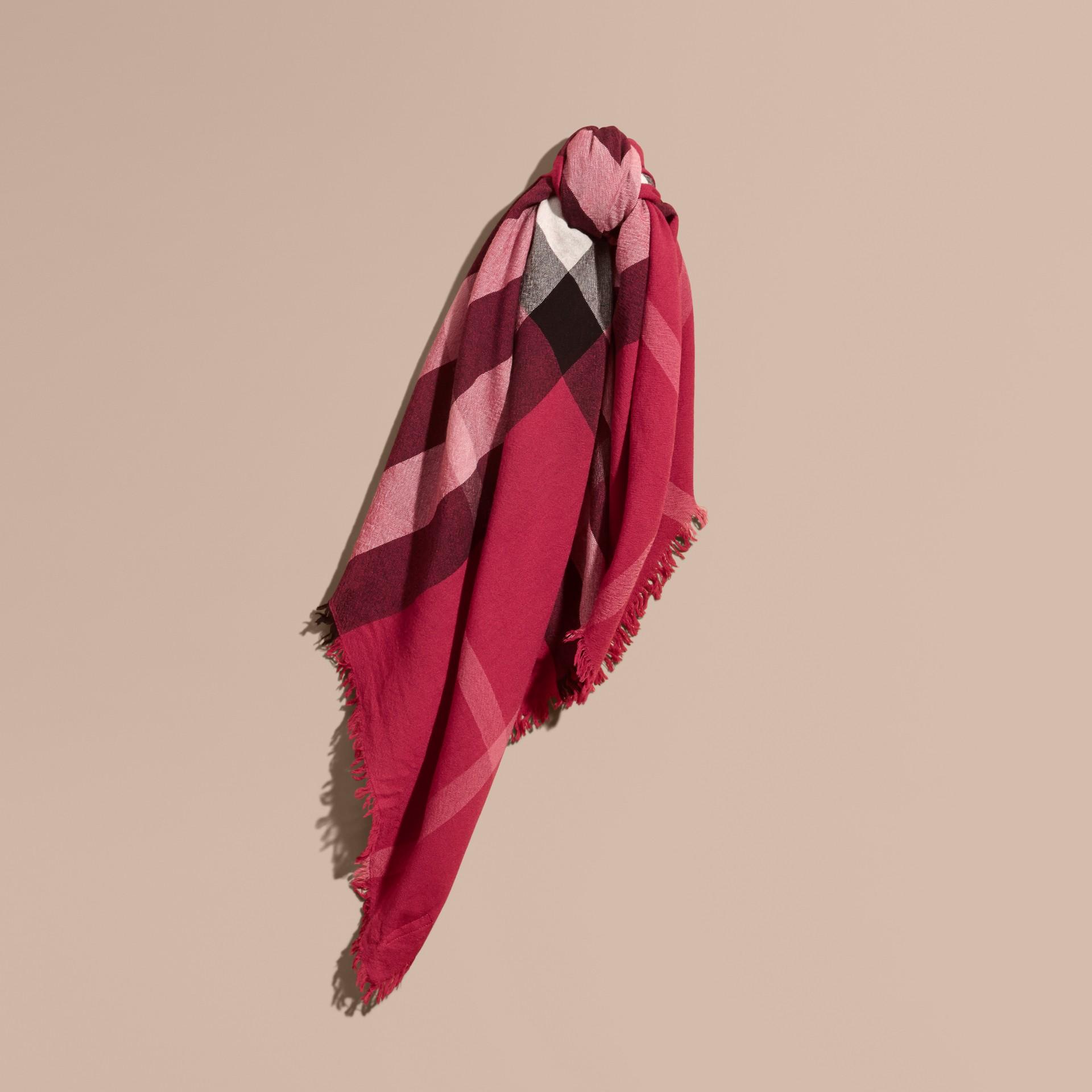Rose prune sombre Grande écharpe carrée en laine mérinos à motif check Rose Prune Sombre - photo de la galerie 1
