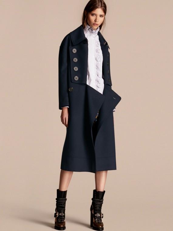 Объемное шерстяное пальто
