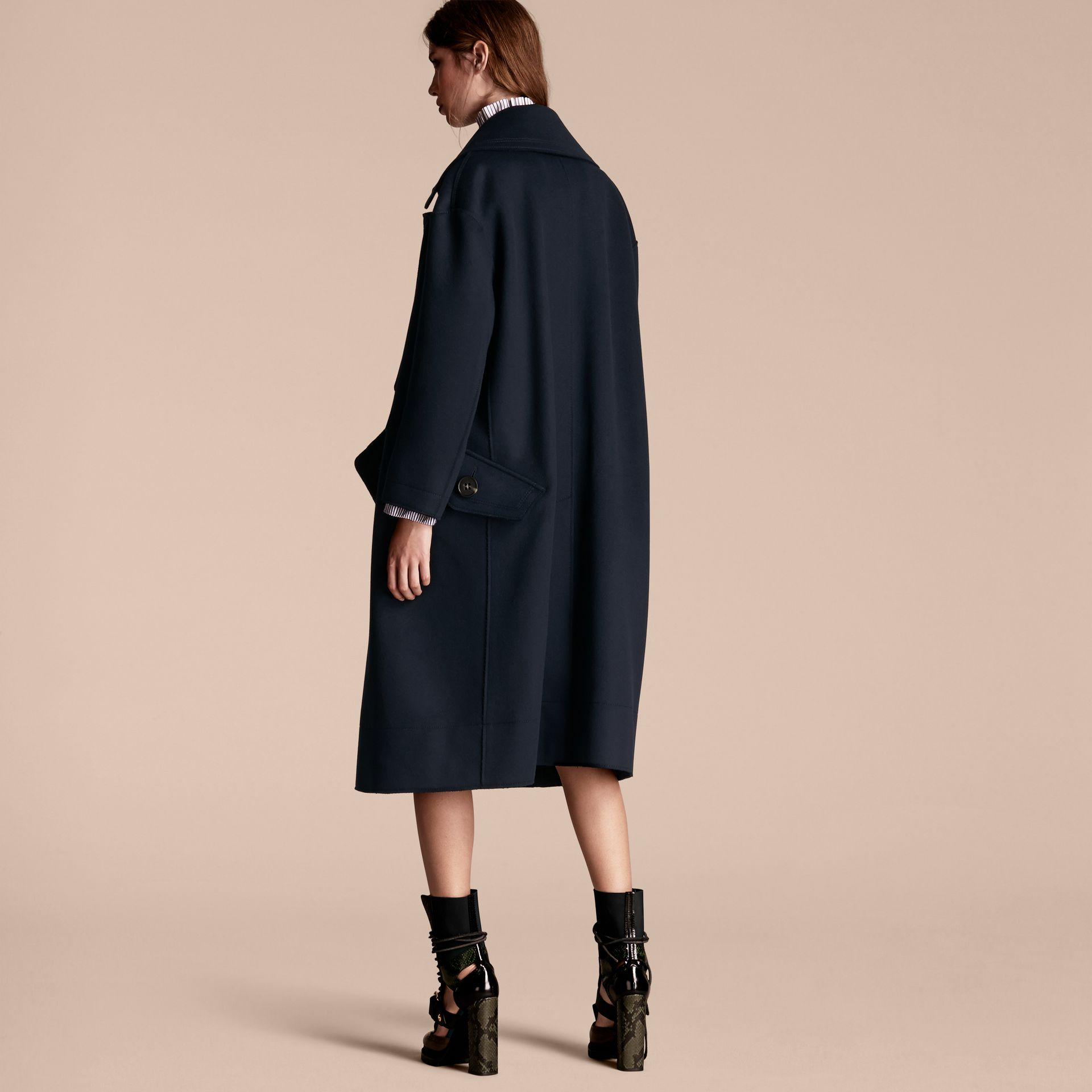 Marine Manteau oversize en laine de coupe longue - photo de la galerie 3